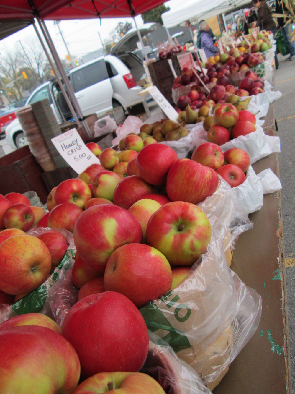Apples galore at the market! So many apples...so much apple inspiration....