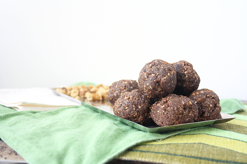 raw-vegan-energy-balls-4