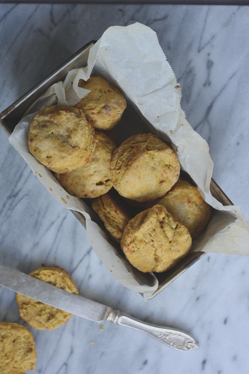 pumpkin_cheddar_biscuits1